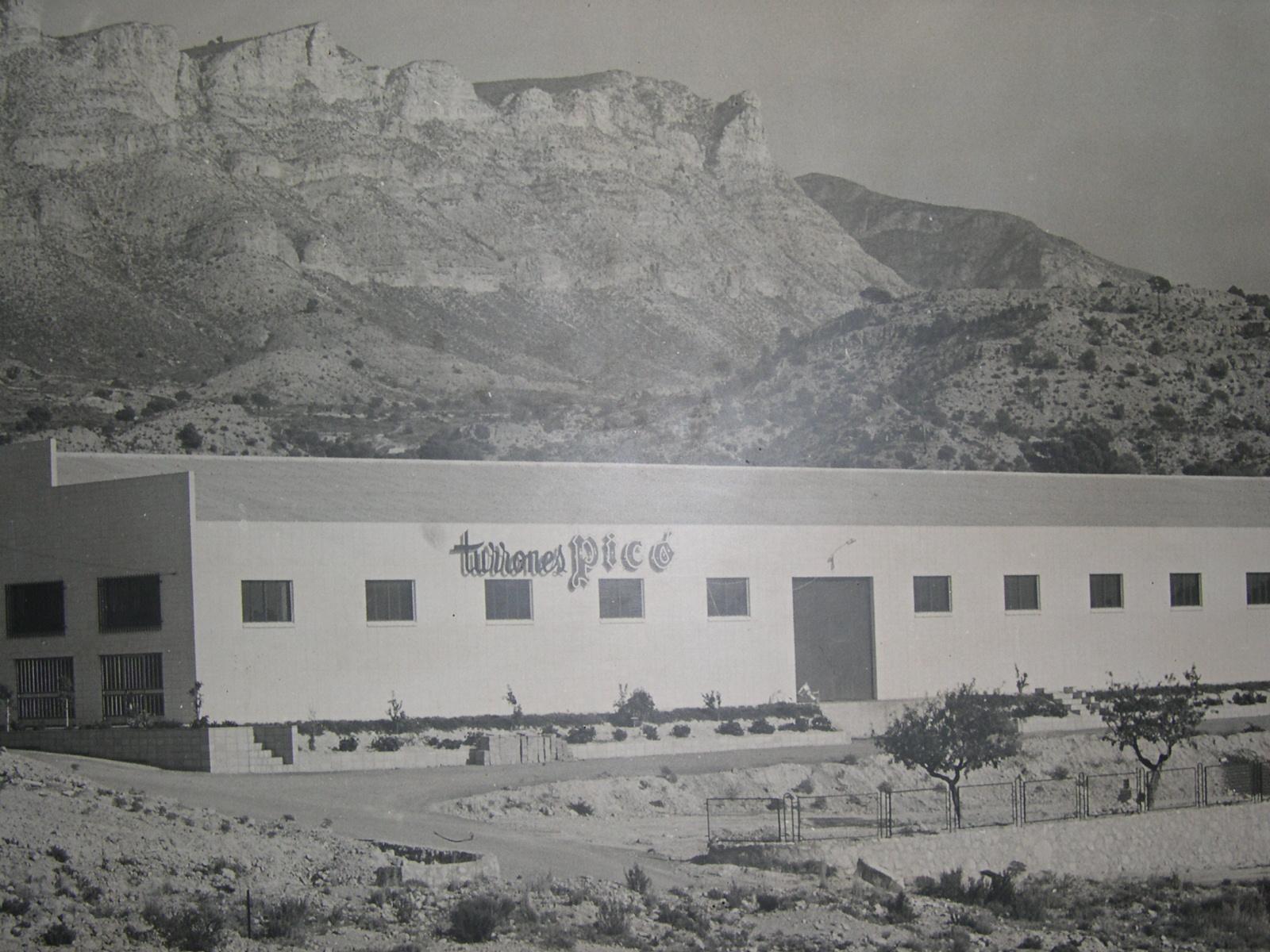 1975 Imagen general de la fabrica de turrones picó