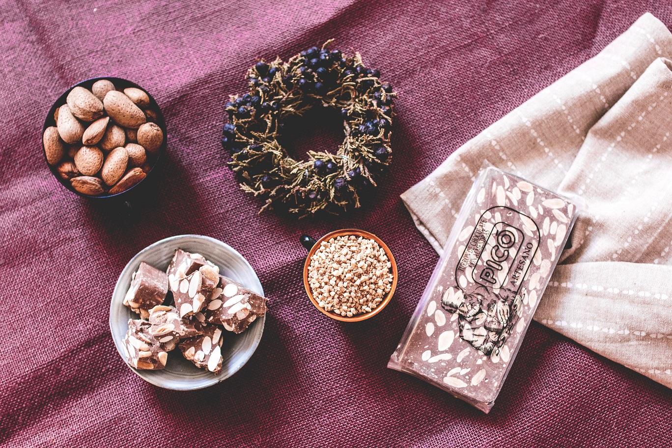 Chocolate con leche y almendras de Turrón Picó