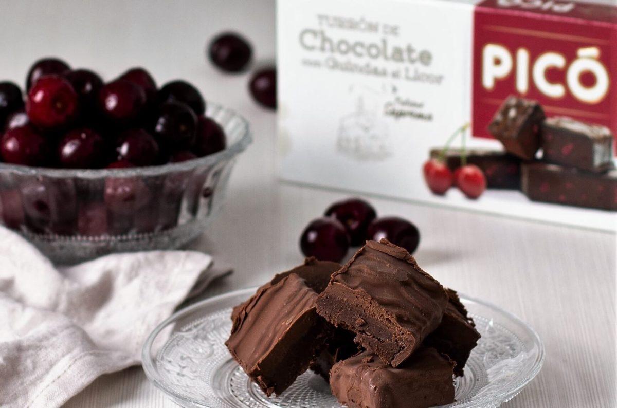 Turrón de chocolate con guindas al licor de Turrones Picó
