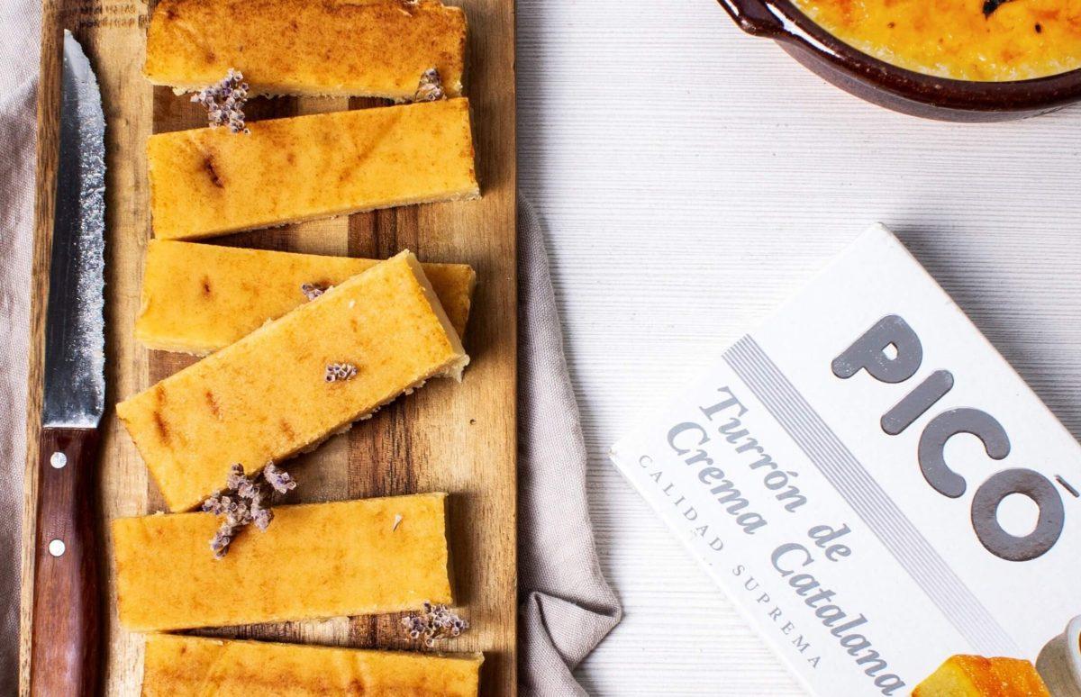 Turrón de crema catalana Picó cortado en porciones sobre tabla de madera