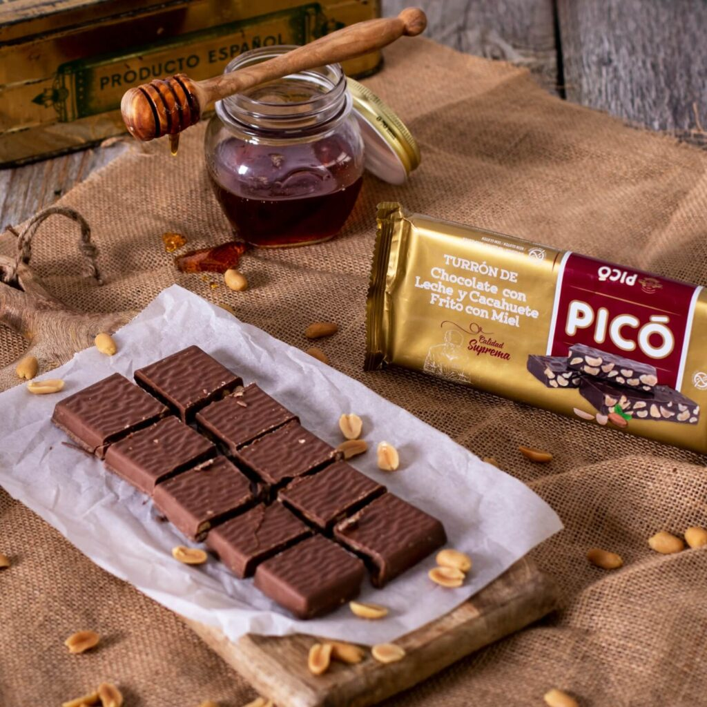 turrón de chocolate con cacahuete frito a la miel